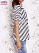 Ecru t-shirt w paski z ozdobnym dekoltem na plecach                                  zdj.                                  3
