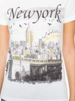 Ecru t-shirt z nadrukiem NEW YORK i ażurowym tyłem                                  zdj.                                  6