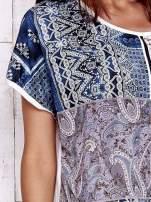 Ecru t-shirt z nadrukiem i naszywką z wzorem paisley                                  zdj.                                  5