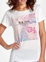 Ecru t-shirt z nadrukiem kwiatowym i napisem NEW YORK