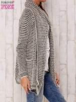 Ecru włochaty otwarty sweter                                   zdj.                                  3