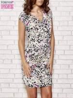 Ecru wzorzysta sukienka z drapowaniem                                                                          zdj.                                                                         1