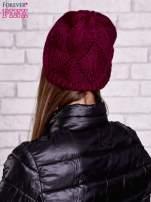 Fuksjowa ażurowa czapka w romby