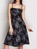 Grafitowa sukienka koktajlowa z kwiatowym motywem                                  zdj.                                  1