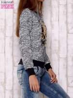 Granatowa bluza z literowym nadrukiem                                  zdj.                                  3