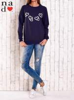 Granatowa bluza z motywem serduszek                                  zdj.                                  2