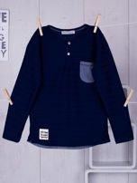 Granatowa bluzka chłopięca w plecione paski z kieszonką                                  zdj.                                  1
