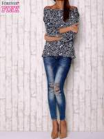 Granatowa bluzka z motywem floral print                                  zdj.                                  2