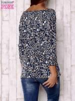 Granatowa bluzka z motywem floral print                                  zdj.                                  4