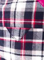 Granatowa koszula w kratę z kieszonką z przodu                                  zdj.                                  7