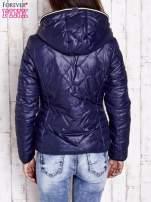 Granatowa pikowana kurtka z futrzaną podszewką                                  zdj.                                  2