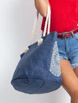Granatowa pleciona torba z nadrukiem                                  zdj.                                  7