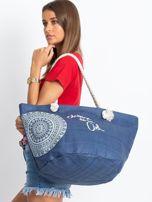 Granatowa pleciona torba z nadrukiem                                  zdj.                                  4