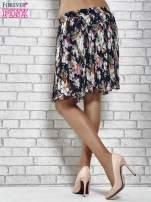 Granatowa plisowana spódnica w kwiaty