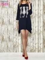 Granatowa sukienka damska z nadrukiem kotów