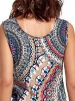 Granatowa sukienka maxi w etniczne wzory