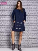 Granatowa sukienka z napisem LITTLE BLACK DRESS                                  zdj.                                  2