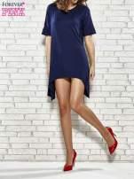 Granatowa sukienka z wydłużanymi bokami                                  zdj.                                  2