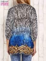 Granatowa wzorzysta koszula oversize z dekoltem z cyrkonii                                                                          zdj.                                                                         4
