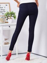 Granatowe dopasowane spodnie high waist                                  zdj.                                  2