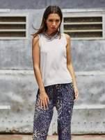 Granatowe lejące spodnie w panterkę                                  zdj.                                  7
