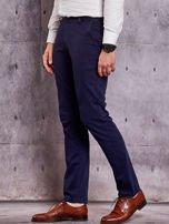 Granatowe materiałowe spodnie męskie chinosy                                  zdj.                                  3