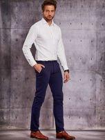 Granatowe materiałowe spodnie męskie chinosy                                  zdj.                                  4