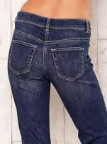 Granatowe proste spodnie jeansowe                                  zdj.                                  5