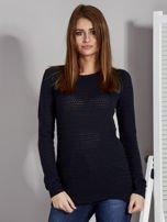 Granatowy sweter z plecionym splotem                                   zdj.                                  1