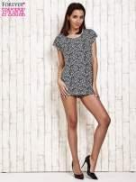 Granatowy t-shirt w kwiatuszki                                  zdj.                                  4