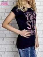 Granatowy t-shirt z napisem YOU ARE STAR IN MY HEART z dżetami                                                                          zdj.                                                                         3