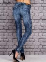 JEANS Niebieskie dekatyzowane spodnie jeansowe                                  zdj.                                  2