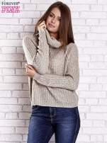 Jasnobeżowy sweter oversize z luźnym golfem                                  zdj.                                  4