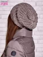 Jasnobrązowa dziergana czapka z cekinami