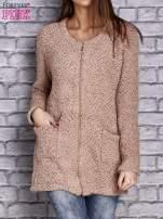Jasnobrązowy sweter long hair zapinany na suwak                                  zdj.                                  1