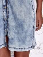 Jasnoniebieska dekatyzowana sukienka jeansowa z kieszeniami                                  zdj.                                  7