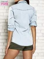 Jasnoniebieska jeansowa koszula z podwijanymi rękawami                                                                          zdj.                                                                         6