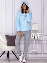 Jasnoniebieska pikowana kurtka przejściowa z ozdobnymi suwakami                                  zdj.                                  6