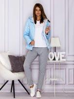 Jasnoniebieska pikowana kurtka przejściowa z ozdobnymi suwakami                                  zdj.                                  7