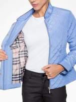 Jasnoniebieska pikowana kurtka ze skórzaną lamówką                                                                          zdj.                                                                         13