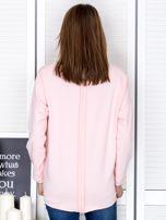 Jasnoróżowa bluza z listwą z perełek                                  zdj.                                  2