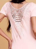 Jasnoróżowa bluzka damska z koronkową wstawką                                   zdj.                                  5