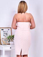 Jasnoróżowa sukienka w drobne wypukłe wzory PLUS SIZE                                  zdj.                                  9