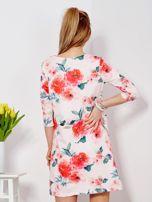 Jasnoróżowa sukienka w malarskie kwiatowe desenie                                  zdj.                                  2