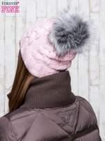 Jasnoróżowa wełniana czapka z pomponem                                  zdj.                                  3