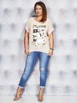 Jasnoróżowy t-shirt z fotograficznym nadrukiem PLUS SIZE                                  zdj.                                  4
