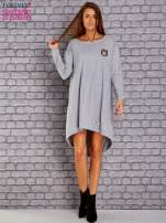 Jasnoszara asymetryczna sukienka z naszywką i troczkami                                  zdj.                                  2