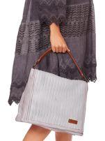 Jasnoszara torba z eko skóry z ażurową klapką na magnes                                  zdj.                                  3