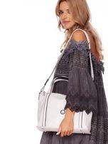 Jasnoszara torebka z fakturą i odpinanym paskiem                                  zdj.                                  5