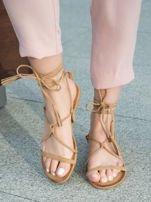 Karmelowe sandały wiązane wokół kostki ozdobnym chwostem                                  zdj.                                  3
